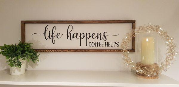 "Holzschild ""Life happens"""